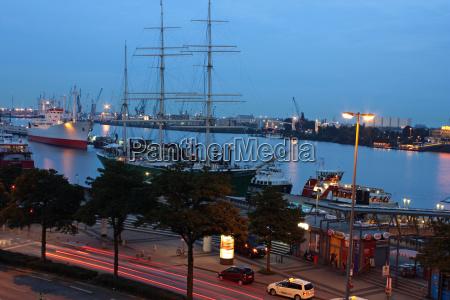 navios de museu a noite