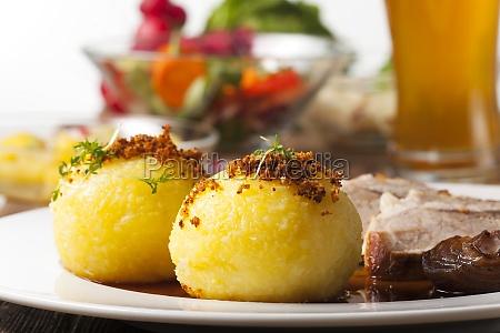 albondigas de patata y carne asada