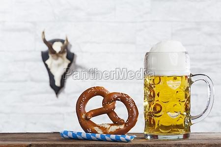 cerveza octoberfest bavaro pretzel stein helles