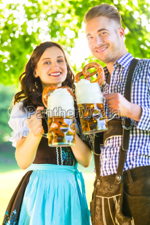 mujer baviera cerveza octoberfest prado par