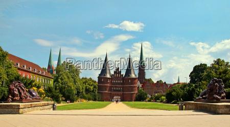 luebeck deutschland hansestadt sehenswuerdigkeit reisen holstentor